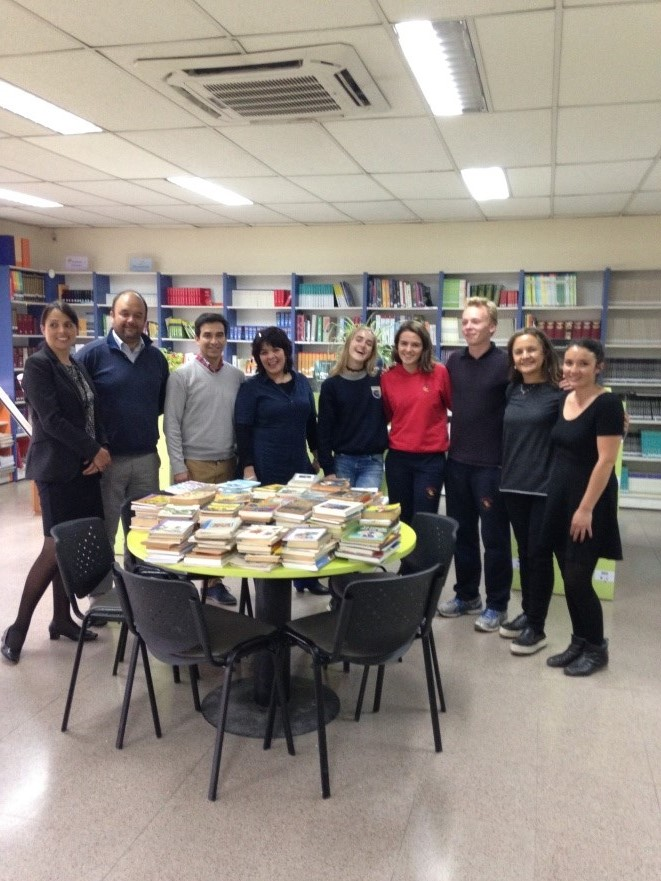 Liceo Bicentenario recibe donación de libros por parte del Rotary Club de Talagante
