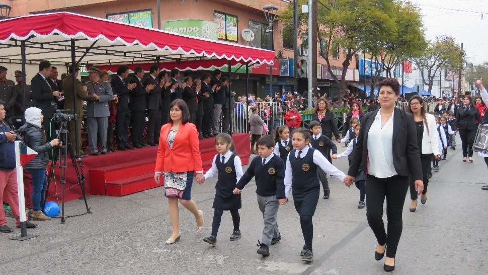 DESTACADA PARTICIPACIÓN DE ESTUDIANTES DEL LBT EN EL TRADICIONAL DESFILE DE FIESTAS PATRIAS