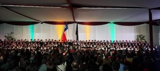 EMOCIONANTE CEREMONIA DE LICENCIATURA DE LOS CUARTOS MEDIOS DEL LICEO BICENTENARIO DE TALAGANTE